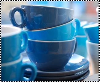 tasses et sous-tasses bleues Inker