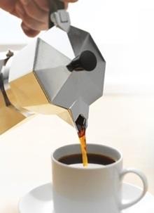 utilisation de la cafetière à pistion